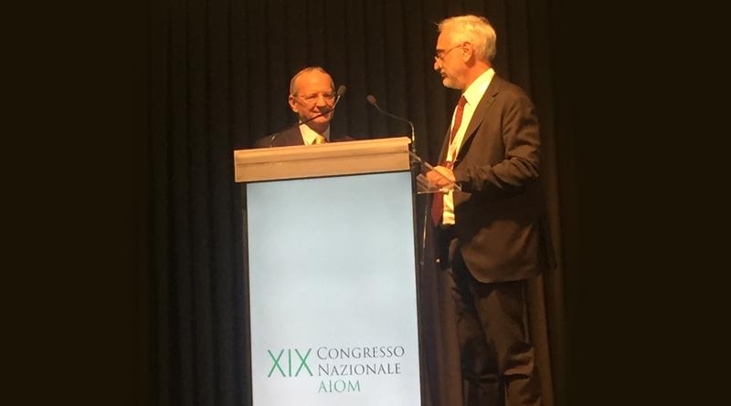 """Premio AIOM alla carriera """"G. Bonadonna"""" consegnato al prof. Giuseppe Colucci"""